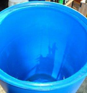 Чистые промытые бочки под поливочную воду