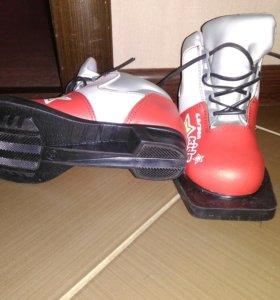 Продам лыжи Larsen, палки, ботинки Larsen