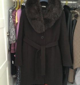 Пальто зимнее с мехом песец