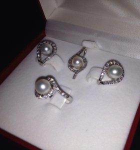 Комплект из жемчуга с бриллиантами.