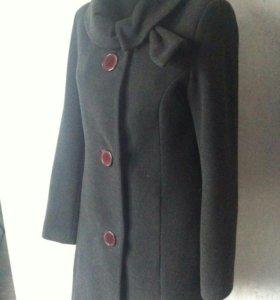 Пальто осеннее оригинальное, интересный воротник