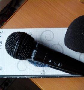Микрофон с ветрозащитой