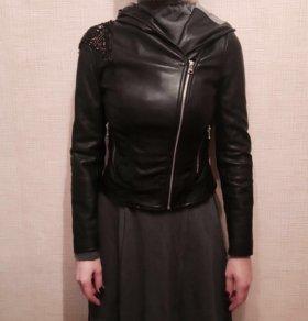 Куртка кожаная с капюшоном