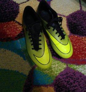 Футбольные бутсы Nike