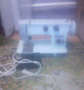 Машинка электромеханическая швейная