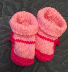 Пинетки и носочки.