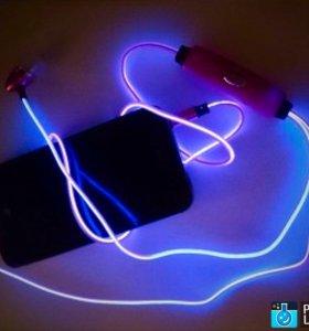 Светящиеся наушники пульсирующие в такт музыке