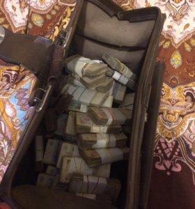 Деньги СССР в старом саквояже.