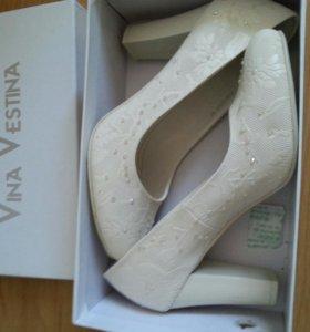Белые туфли новые