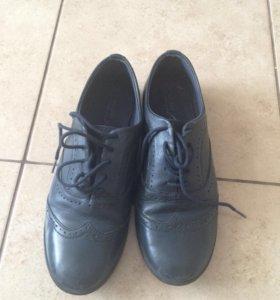 Кожаные туфли Зара, 36 размер идут на 35
