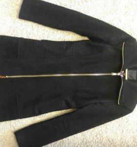 Весенне пальто 42-44 шерсть 48%. Полиэстер 52%.