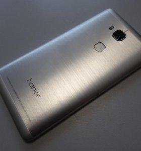 Смартфон Honor 5x+2 чехла, в идеальном состоянии