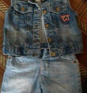 Джинсовые шорты и джинсовая жилетка,