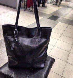 Стильная сумка-мешок из натуральной кожи.новая