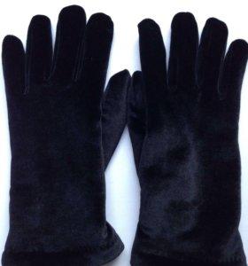 Перчатки велюровые, новые.