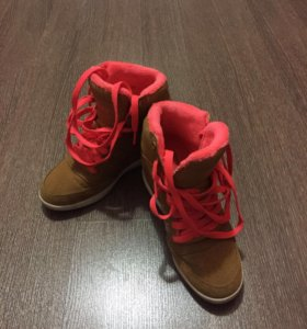 Кроссовки на платформе adidas. Размер 36.