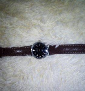 Продам часы YAZOLE хорошее состояние!