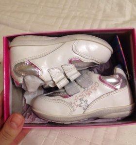 Кроссовки для девочки новые  20 размер