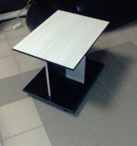 Журнальный стол ,в пвх,на колесах.