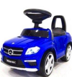 Машинка мерс резиновые колеса и кожаное сидения .