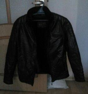 Новая кожанная куртка деми
