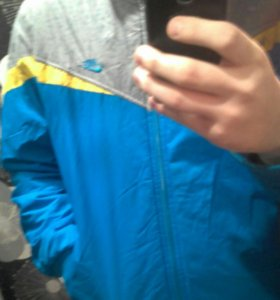 Осенния куртка nike