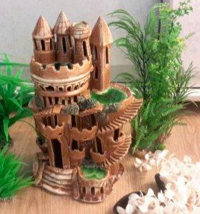 Замок в большой  аквариум и 5 кустов травы.
