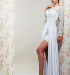 Новое свадебное платье с вырезом