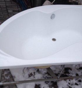Продаю угловую акриловую ванну