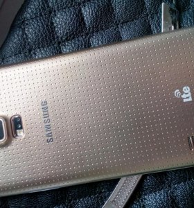 Samsung Galaxy S5 Gold.