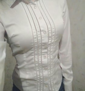Рубашка белая с длинным рукавом