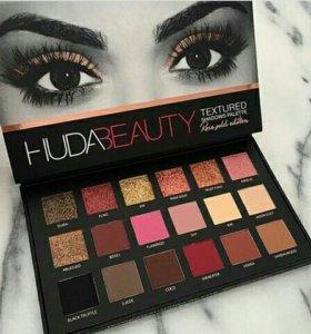Палетка теней Huda Beauty
