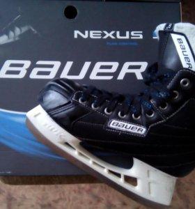 Профессиональные хоккейные коньки BAUER NEXUS 3000