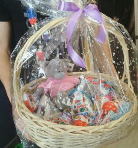 Подарочная корзина с киндер шоколадом