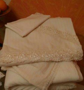 Постельное бельё для детской кроватки и одеяла.