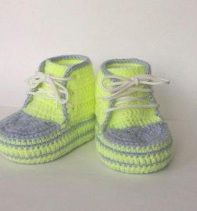 Вязаные ботинки для новорожденного