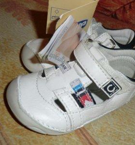 НОВЫЕ сандалии Chicco натуральная кожа.