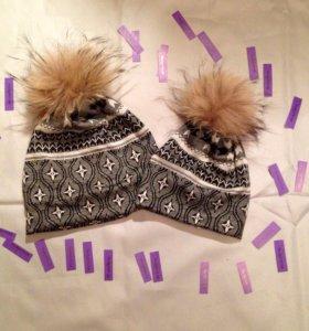 Одинаковые шапки для мамы и ребёнка.
