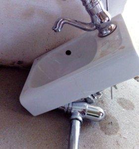 Раковина со смесителем и хромированным сливом24/37