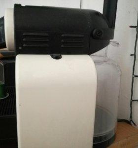 Капсульная кофе-машина Delonghi Nespresso