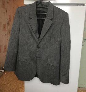 Серый мужской пиджак