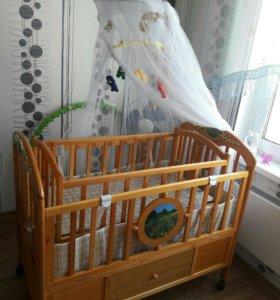 Детская кровать с качельной кроваткой и игрушками