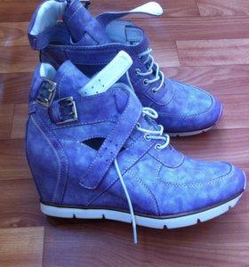 Новые весенние ботинки, размер 39