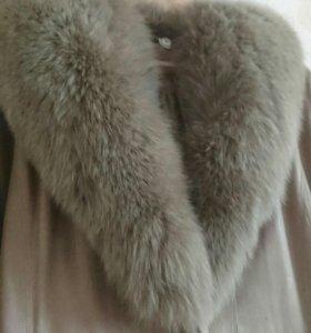 Пальто женской с натуральным мехом