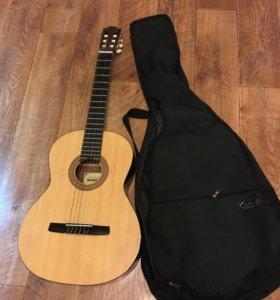 Гитара классика 6 струнная! Хорошее состояние!