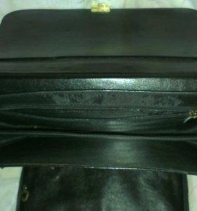 Портфель кожаный новый.