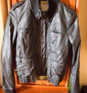 Чёрная кожаная куртка Pull and Bear