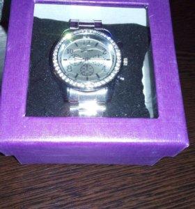 Часы новые женские в подарочной коробочке 🎁
