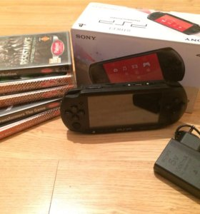 PSP ( PlayStationPortable) SONY
