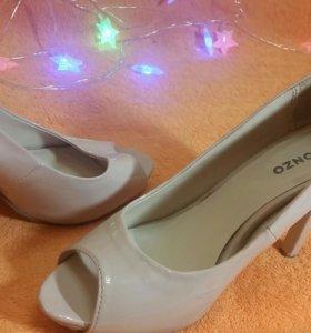 Брендовые бежевые туфли